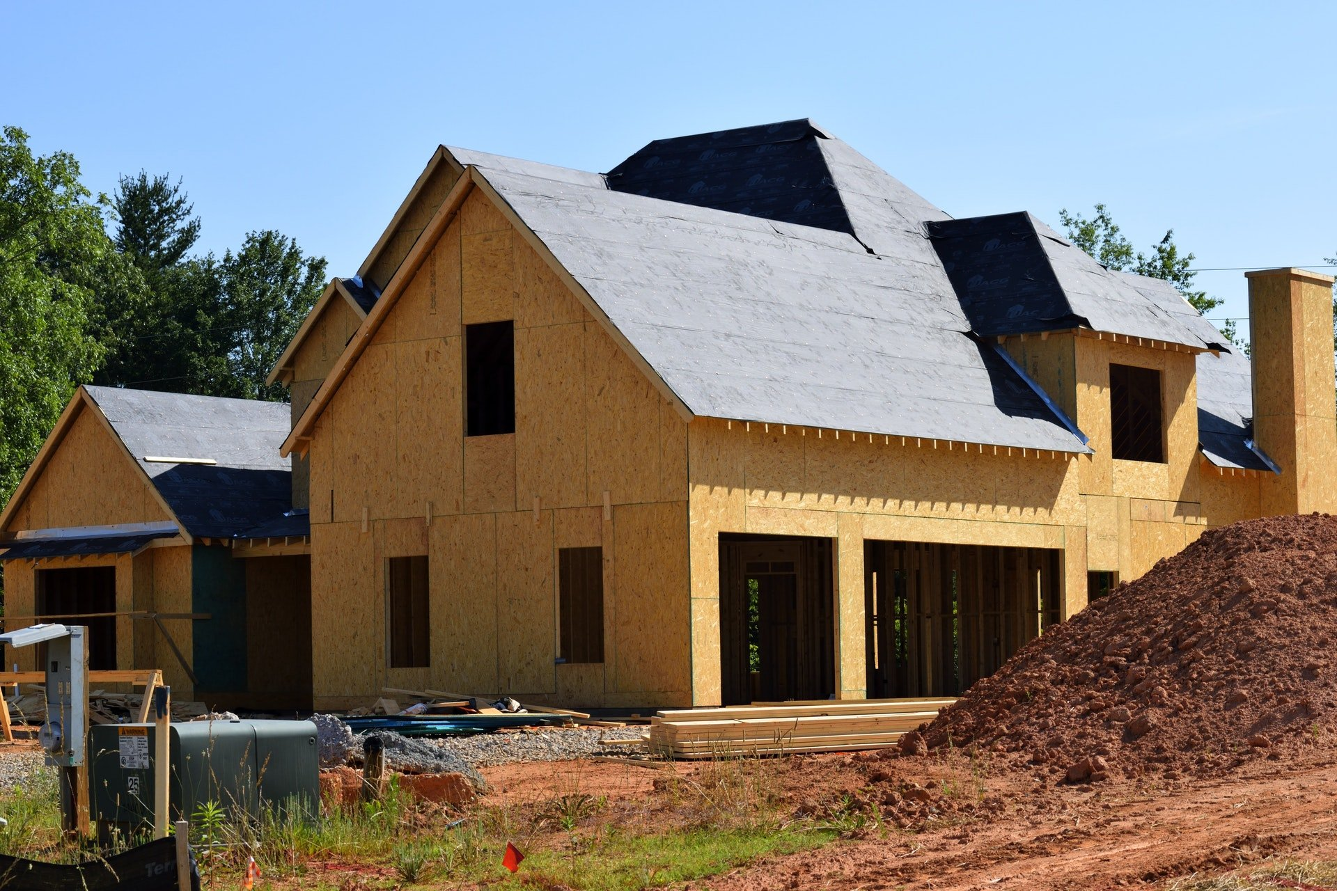 How Do Home Builders Work on Their Projects?